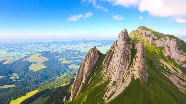Povestirea 2. Un munte mare, un pârâu mic, un vânt aspru și un val gigantic