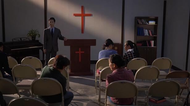 Întrebarea 38: În ultimii ani, diferite confesiuni din lumea religioasă au devenit din ce în ce mai pustiite; oamenii și-au pierdut credința și iubirea pe care le-au avut odată, devenind din ce în ce mai negativi și slăbiți. Noi toți am simțit, de asemenea, ofilirea duhului, că nu mai este nimic de predicat și că toți am pierdut lucrarea Duhului Sfânt. Am vrea să întrebăm de ce este întreaga lume religioasă atât de sumbră? Chiar este detestată de Dumnezeu; chiar S-a lepădat Dumnezeu de ea? Cum ar trebui să înțelegem cuvintele de osândă ale lui Dumnezeu, din Apocalipsa, pentru lumea religioasă?
